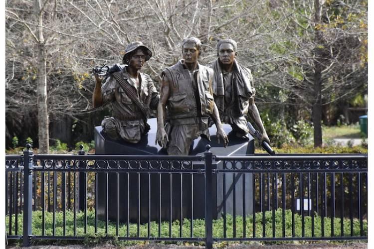 3 Soldier Vietnam Memorial Statue